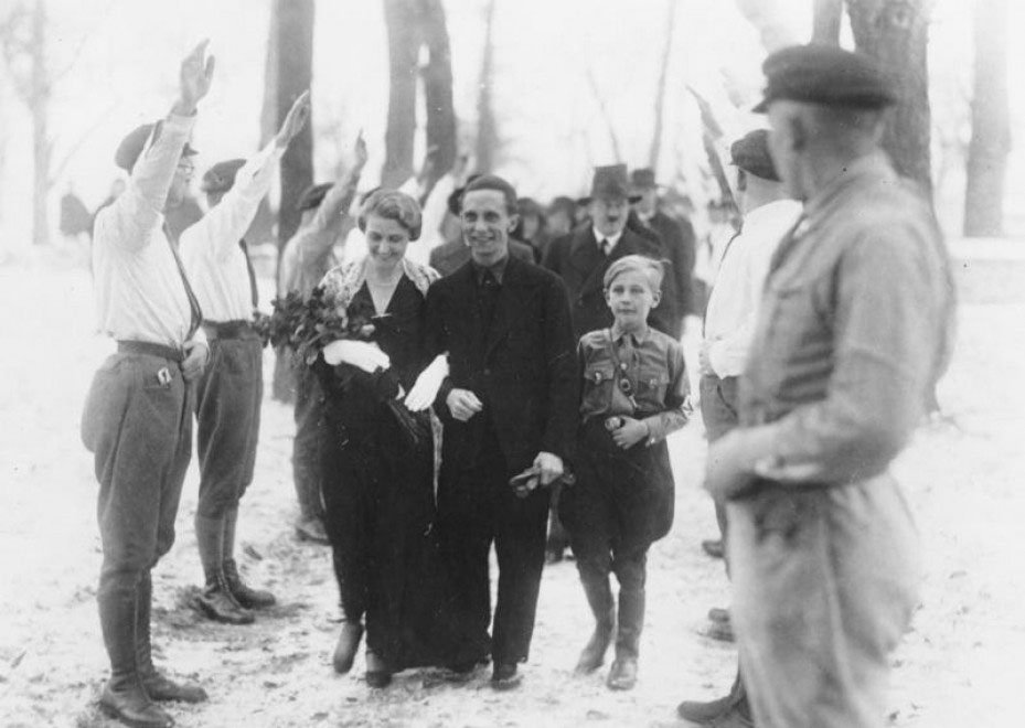 Hitler testimonia alle nozze di Joseph Goebbels