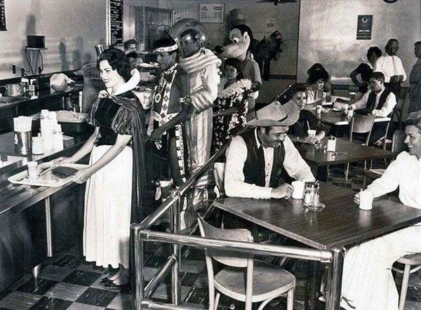 La mensa degli impiegati di Disneyland nel 1961.