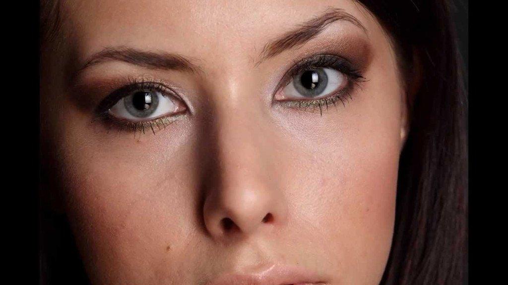 Cerchi rossi sotto occhi ai segni di bambino