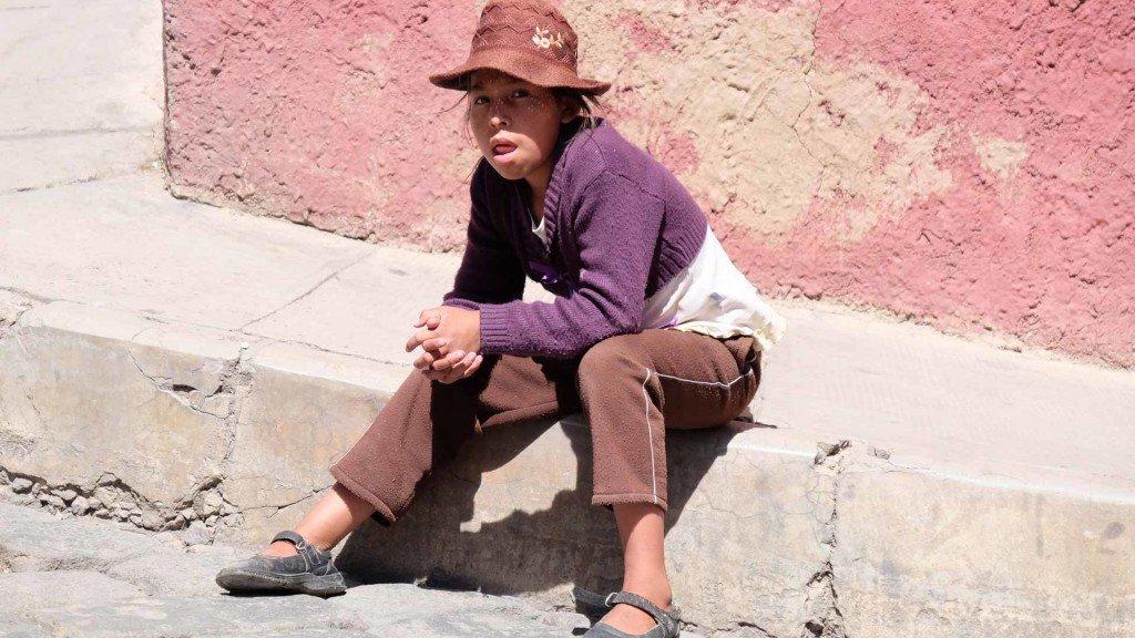 Bambina-boliviana-a-Potosi