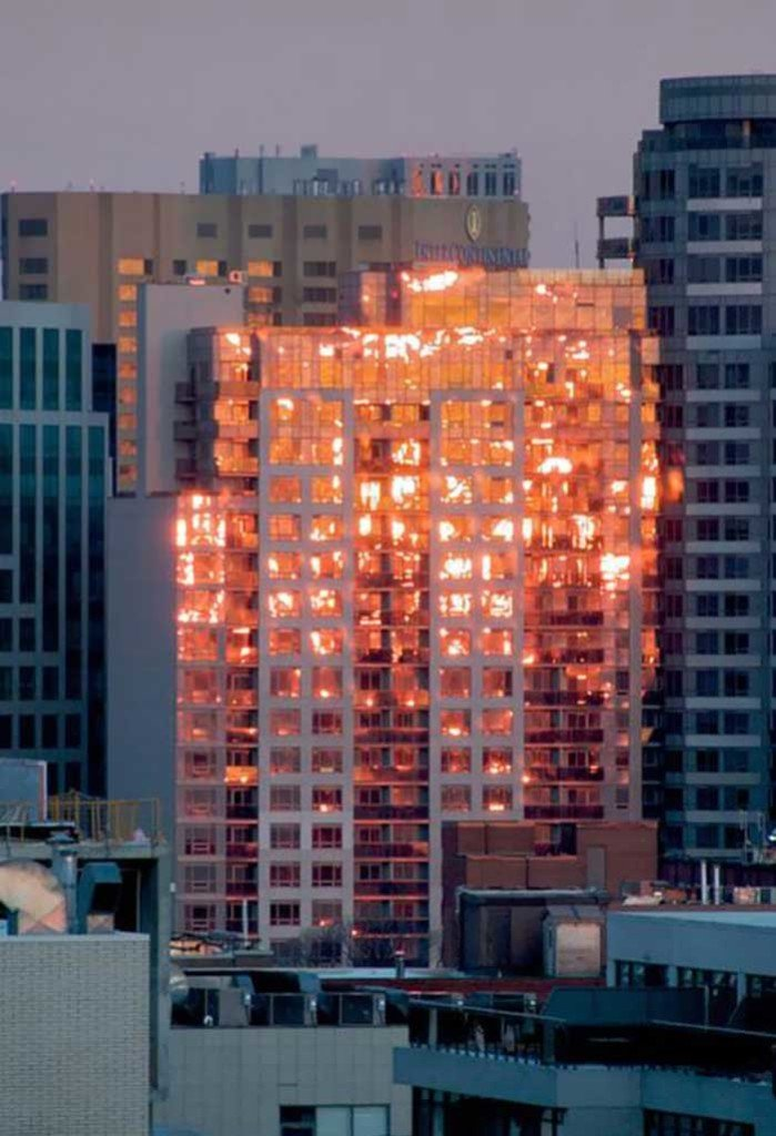 Palazzo in fiamme? Fotografia di Acmedoge