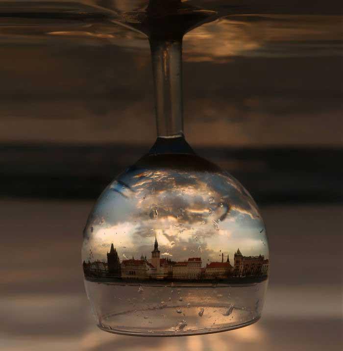 Praga in un bicchiere, fotografia di Imgur