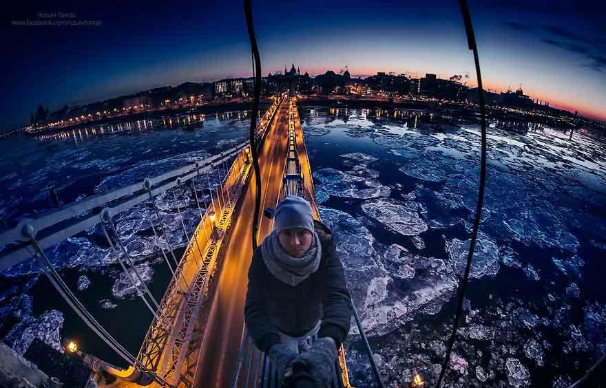 Foto del Danubio ghiacciato a Budapest di Rizsavi Tamás