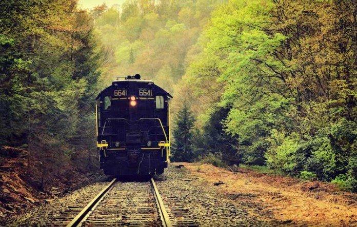 Fotografia Treni in viaggio di Donnie Nunley