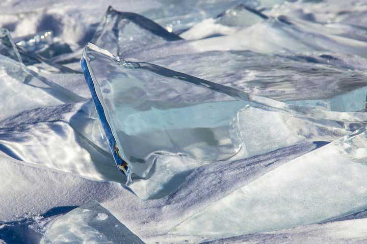 Lago Baikal ghiacciato, Siberia Orientale, Russia.jpg