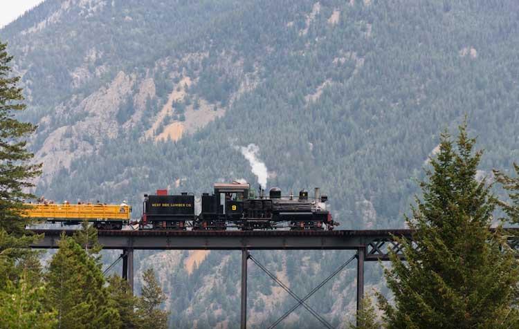 Fotografia Treni in viaggio di Roger Nowlin