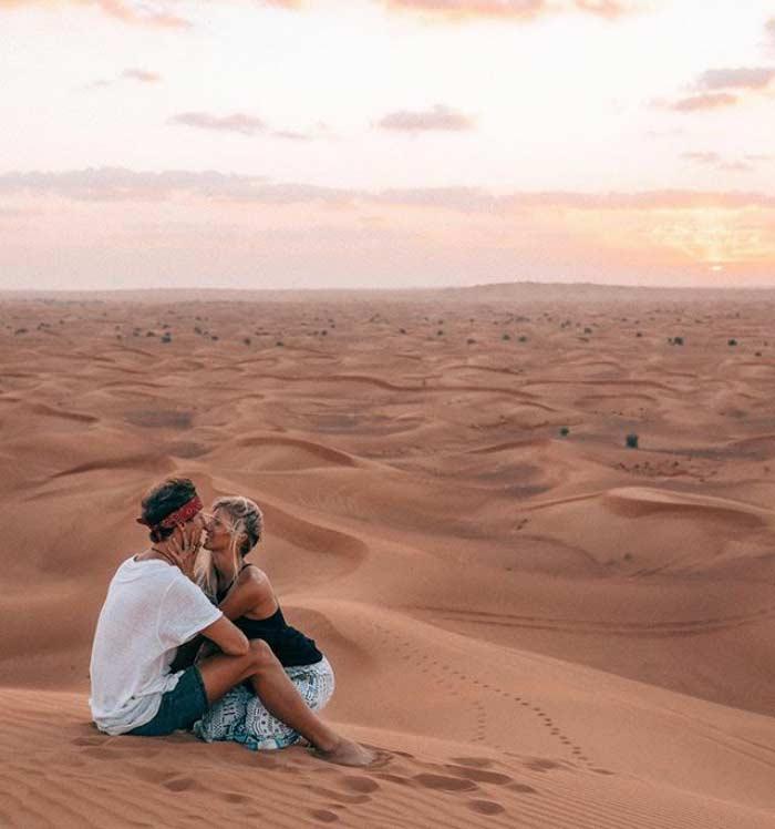 Jack Morris e Lauren Bullen, la coppia che guadagna viaggiando nel deserto