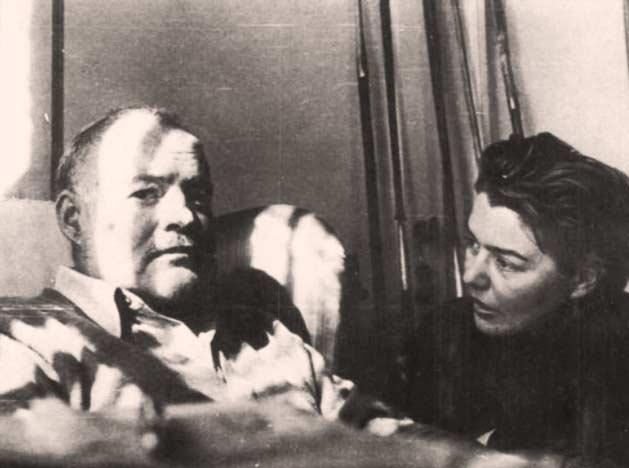 Hemingway dopo l'incidente aereo