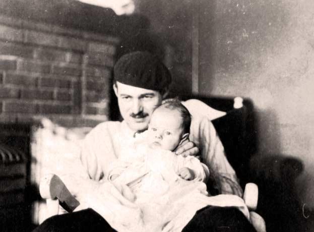 Lo scrittore Hemingway e suo figlio
