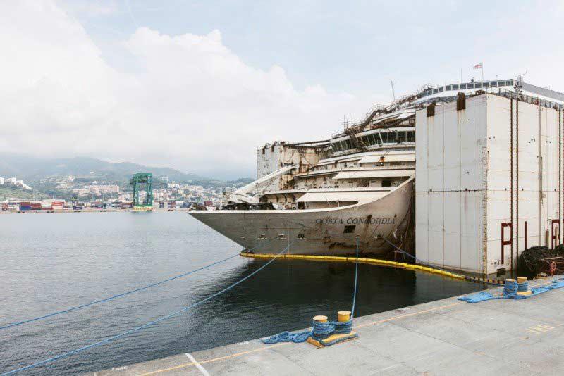 Foto Costa Concordia affondata