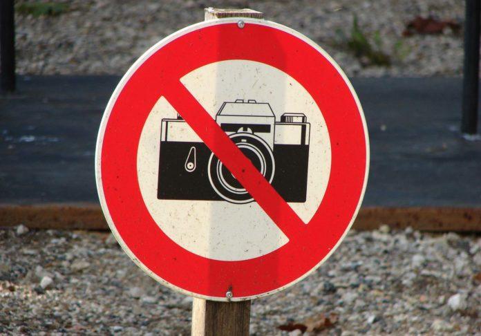 Vietato fotografare, pagare per fare foto
