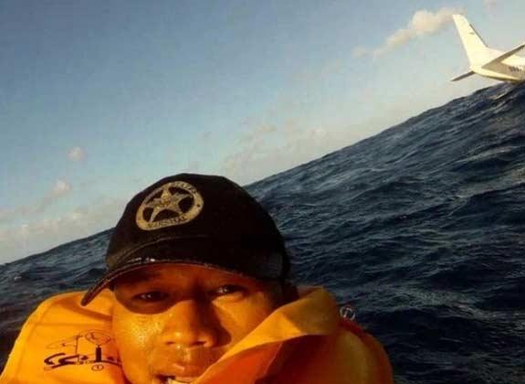 Incidente aereo che non scoraggia un selfie