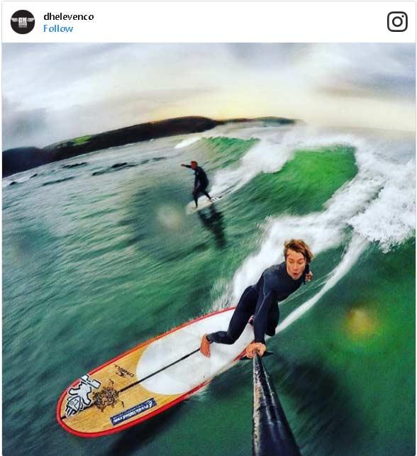Selfie estremi durante il surf