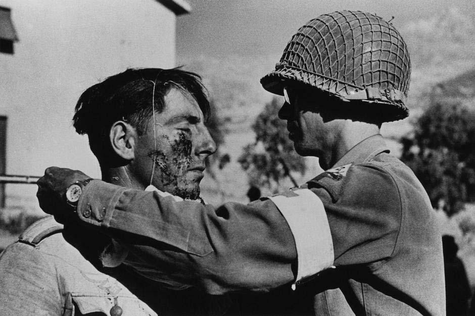Robert Capa, foto soldati in guerra