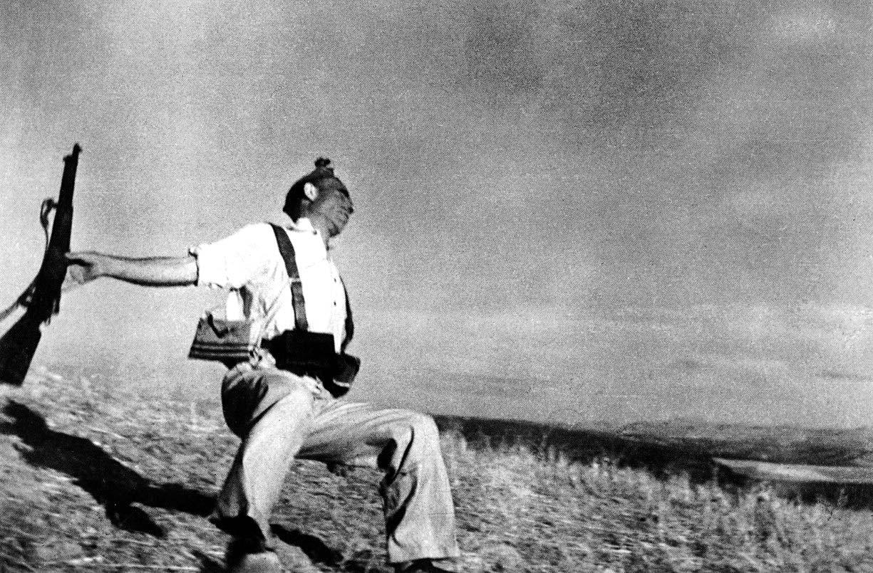 Robert Capa, foto del miliziano colpito a morte