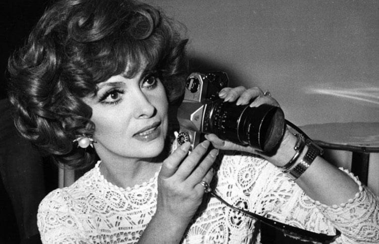 Gina Lollobrigida, oltre che attrice è riuscita a fotografare i volti più importanti del mondo