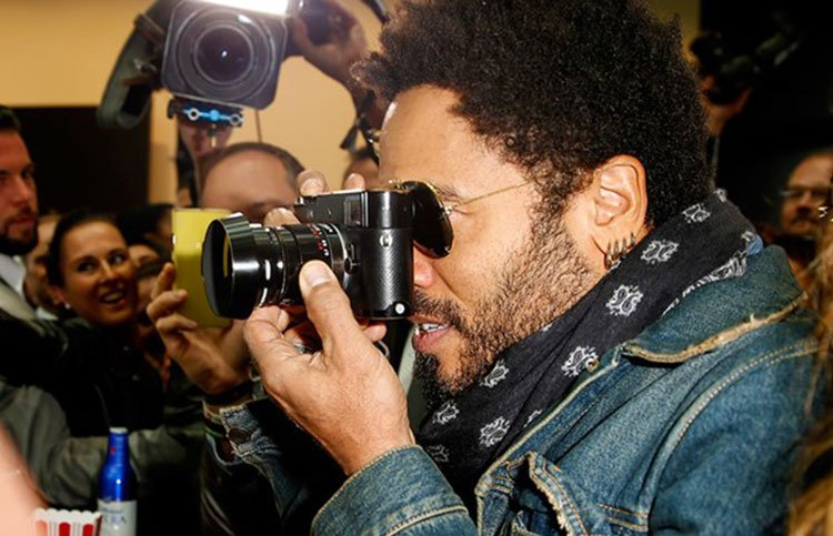 Lenny Kravitz, le sue foto sono state devolute in beneficenza