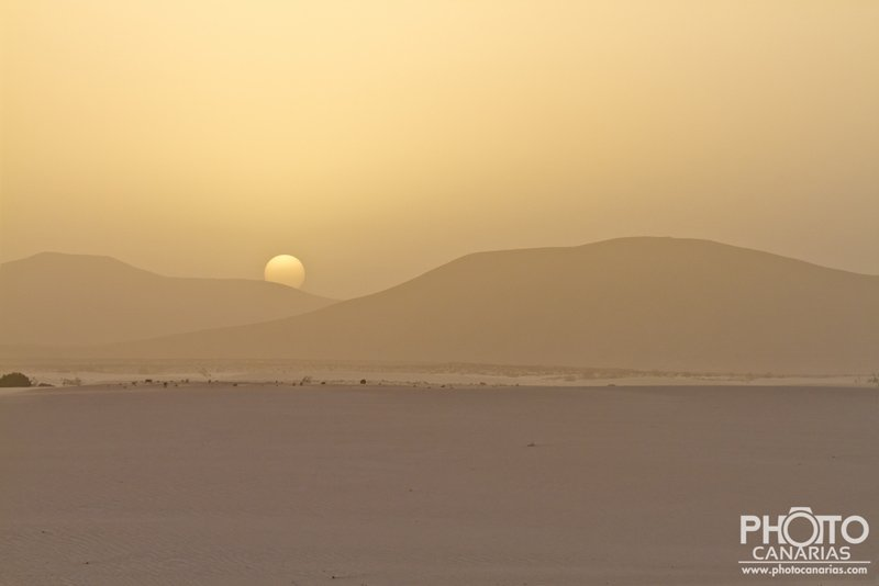 Foto Tramonto con Calima Pic by Emanuele Reguzzoni  – Surfing Fuerteventura Pic by Andrea Rubbo – Sunset wave Pic by Mauro Ladu