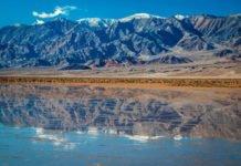 Il lago che si è formato nella Death Valley dopo delle forti pioggie