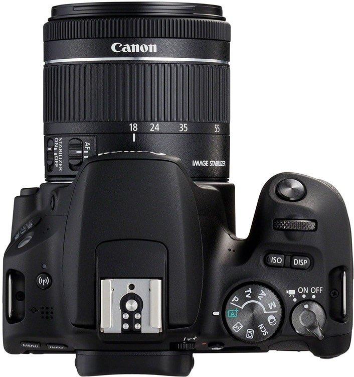 La Canon EOS 200D vista dall'alto