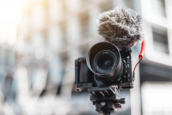 Perché usare una mirrorless per i video