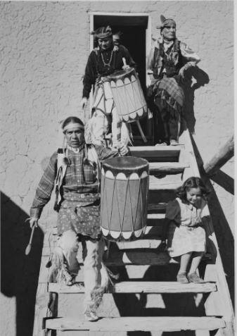 Fotografia di una tribu di Ansel Adams
